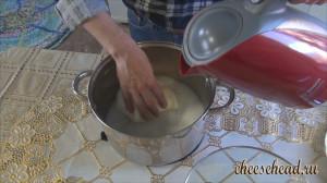 Моцарелла-добавляем-горячую-воду